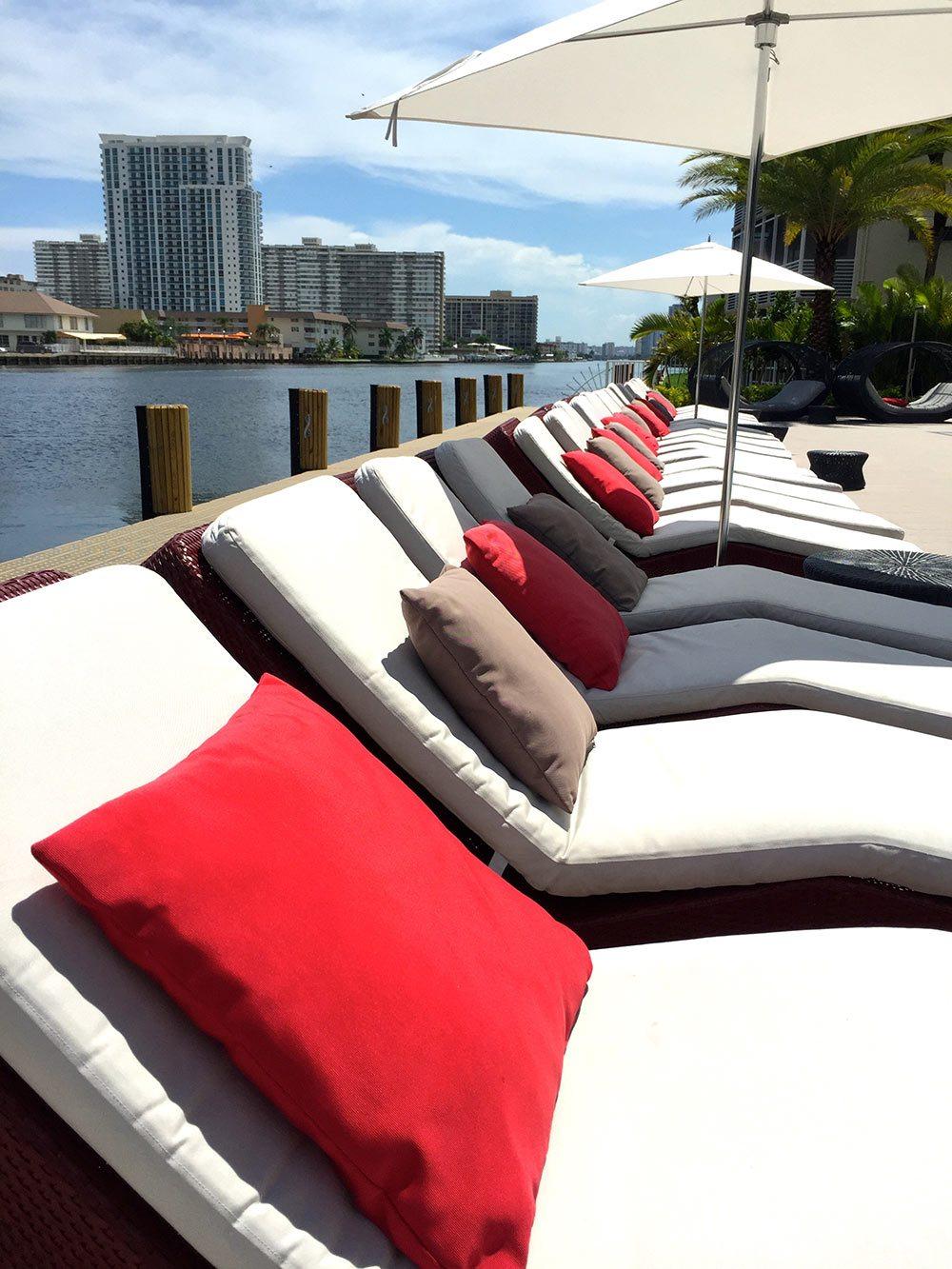 Beachwalk-Resort,-Poolside